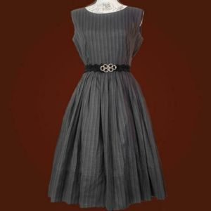 Vintage 1950s fit and flare sleeveless dress.